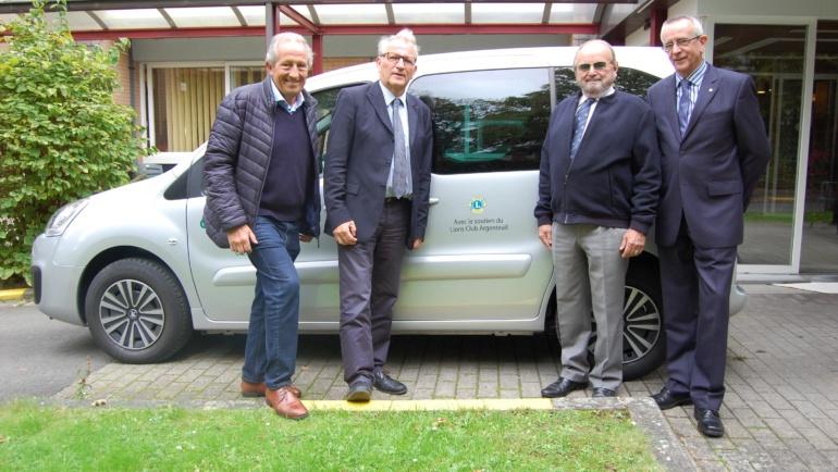 Inauguration du nouveau véhicule adapté aux personnes à mobilité réduite